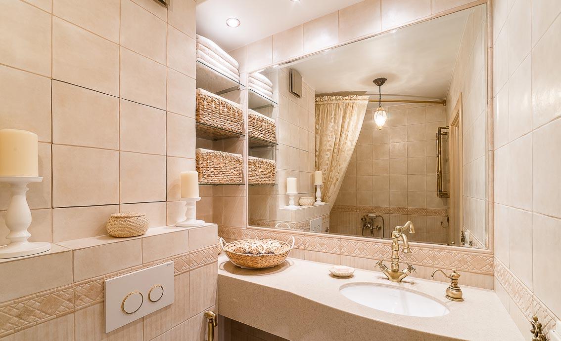 дизайн маленькой ванной в пастельных тонах