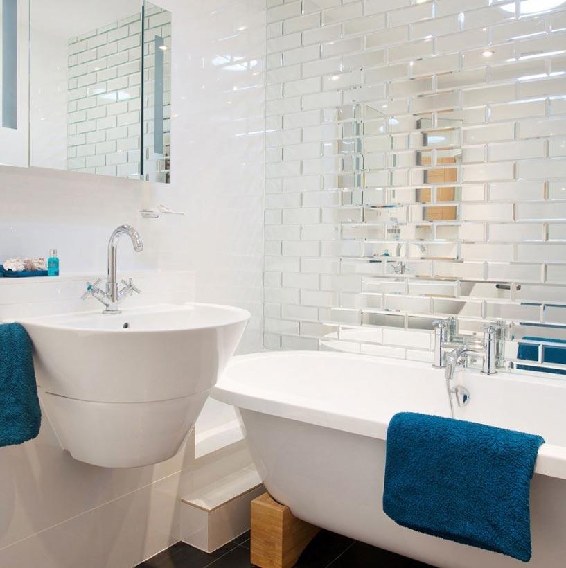 дизайн плитки в маленькой ванной 8