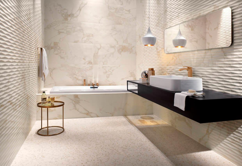 Фактурные плитки под мрамор в ванной