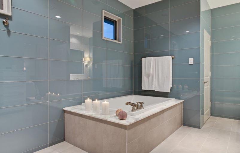 глянцевая плитка для ванной дизайн
