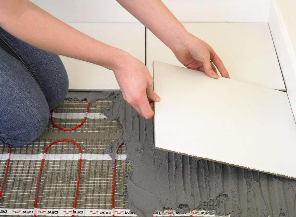 как класть плитку с подогревом