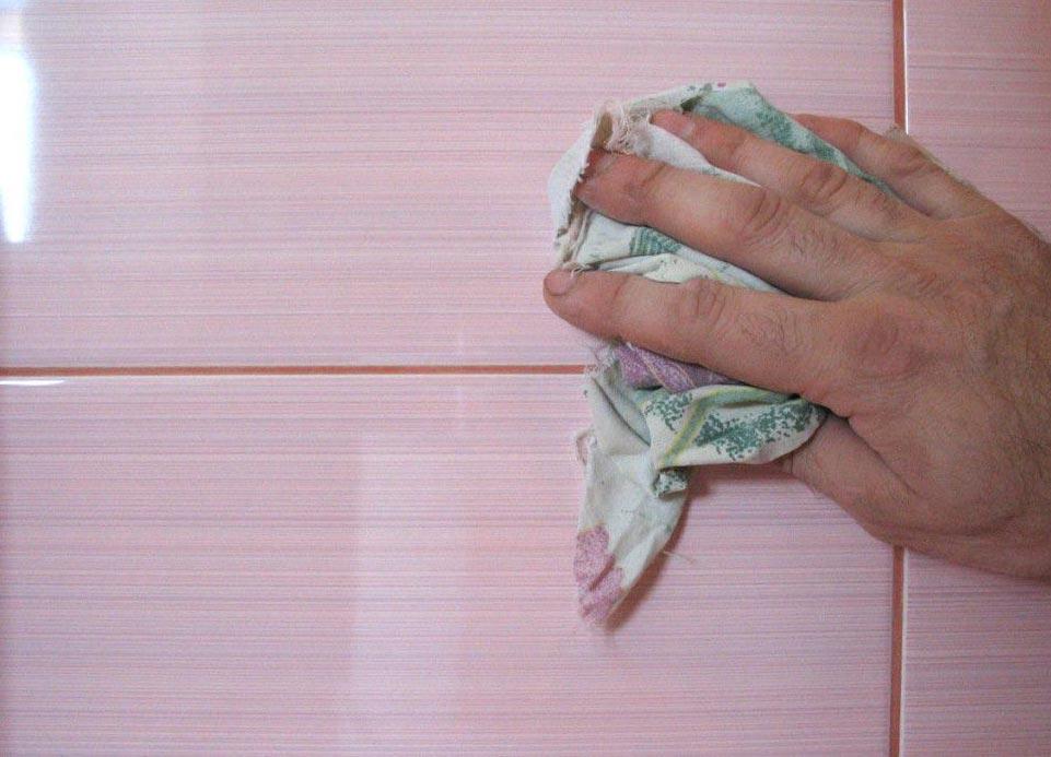 очистить плитку в ванной после затирки