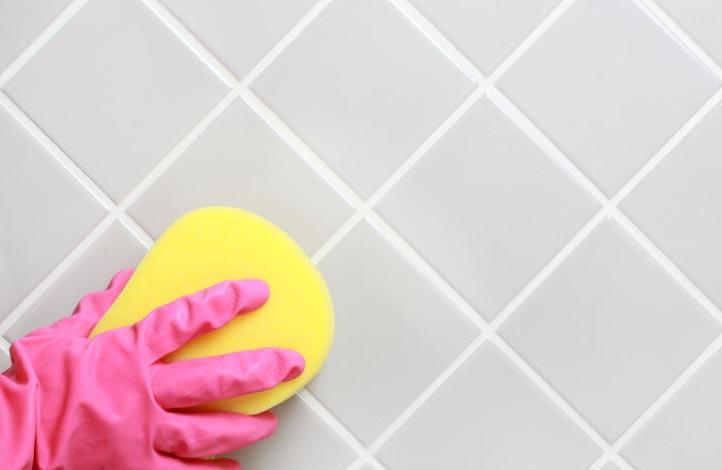 чем отмыть плитку в ванной