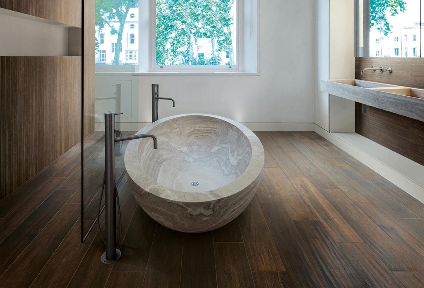 пол в ванной под дерево варианты