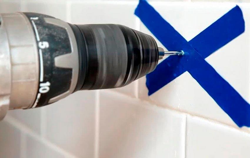 Преимущества и недостатки инструментов для сверления плитки в ванной