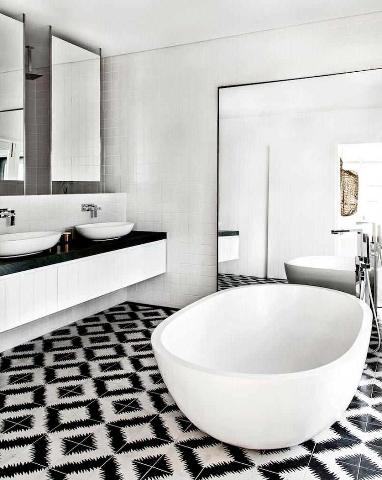 Варианты дизайна черно-белой ванны 15