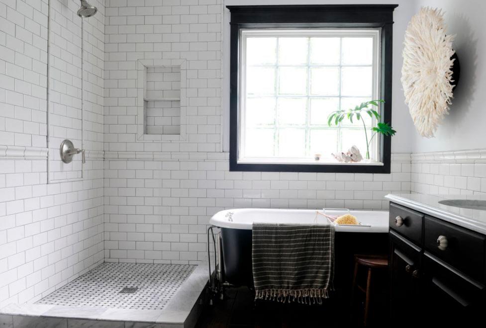 Варианты дизайна черно-белой ванны 20