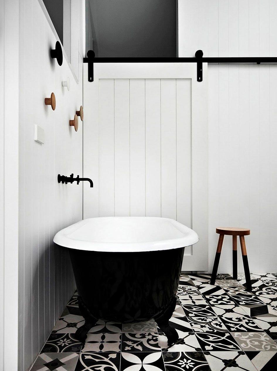 Варианты дизайна черно-белой ванны 31