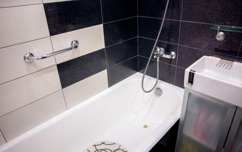 Варианты дизайна черно-белой ванны 8