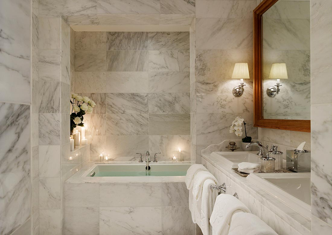Выбор мраморной плитки в зависимости от параметров ванной комнаты