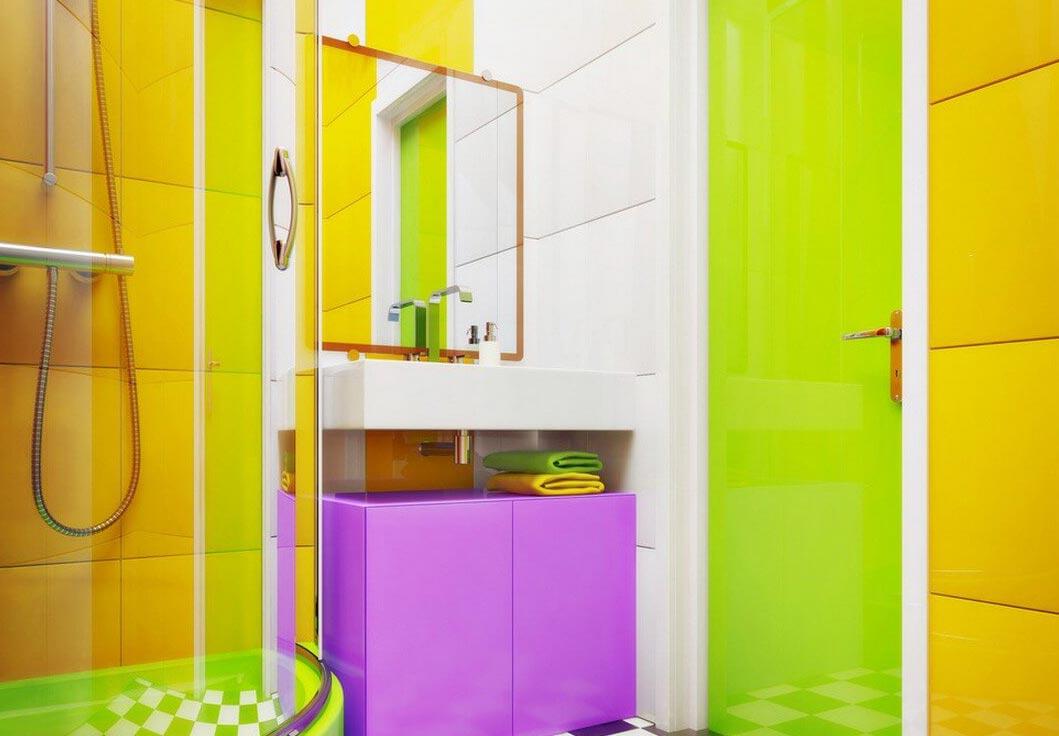 яркая маленькая ванная комната