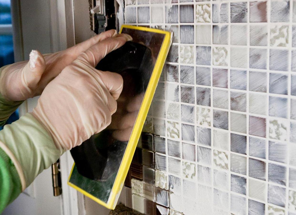 затирка мозаики в ванной