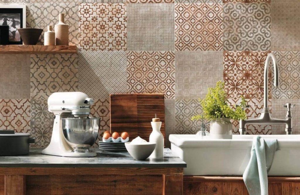 Кафельная мозаика на кухне фартук