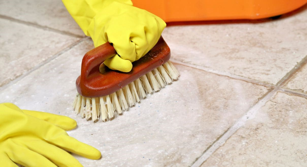 Правила удаления засохших загрязнений с плитки