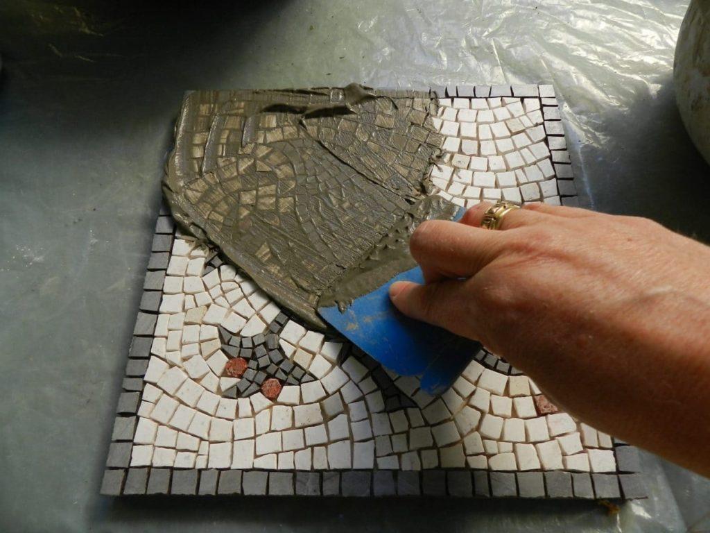 Выбрать затирку и клей для мозаики