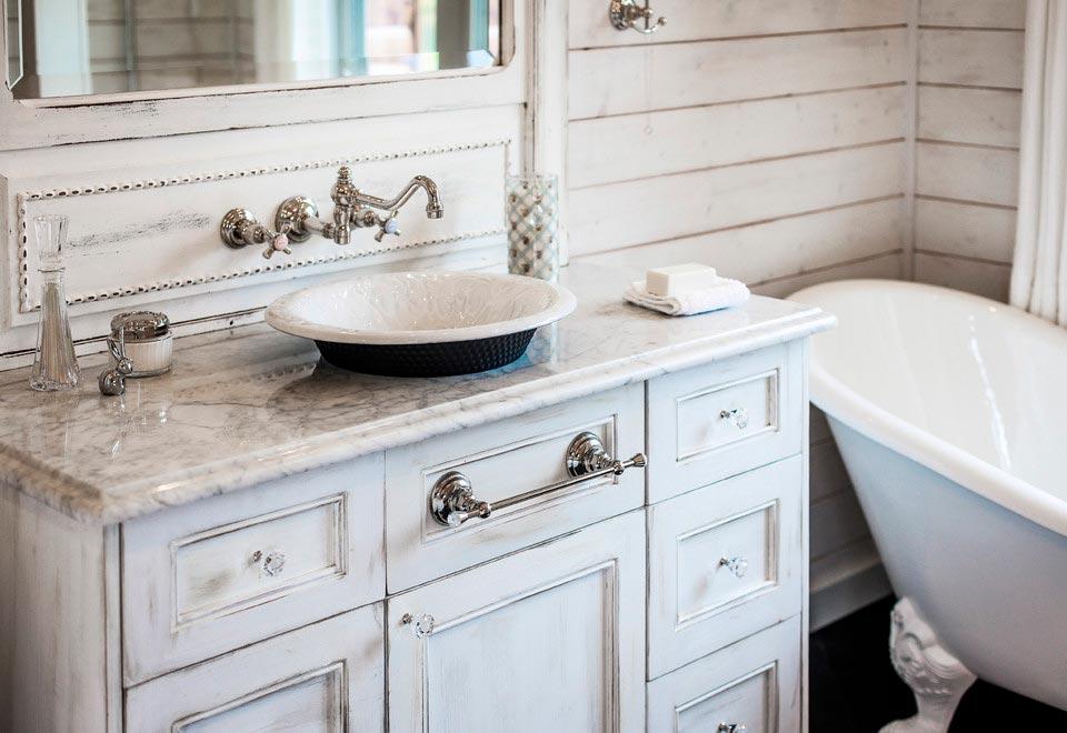 Цветовые решения ванной в стиле шебби-шик 6