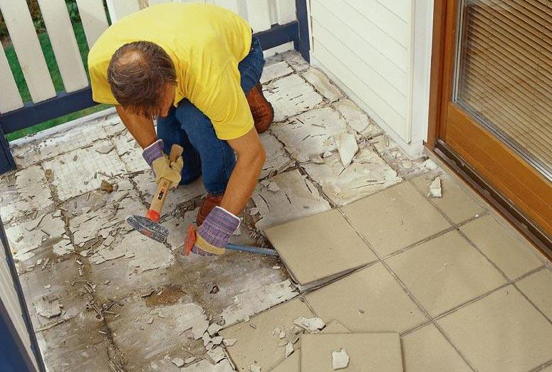 демонтаж напольного покрытия в туалете-рекомендации