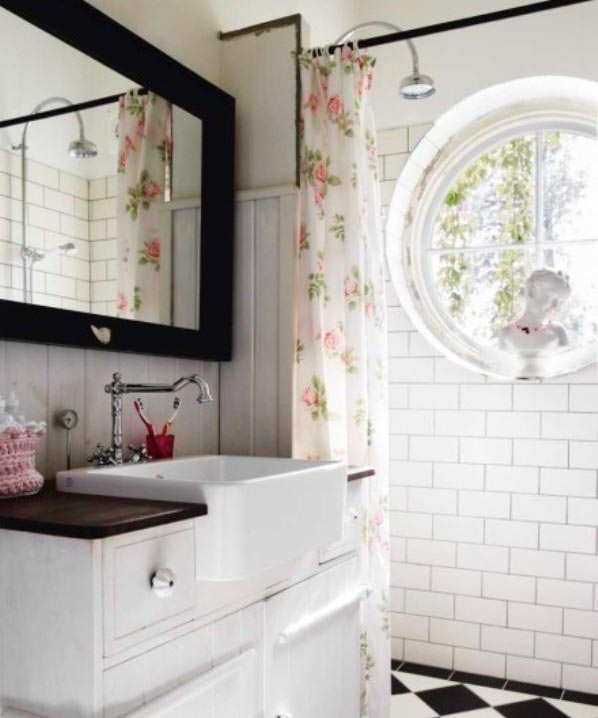Фактура керамической плитки в ванной в стиле шебби-шик 2