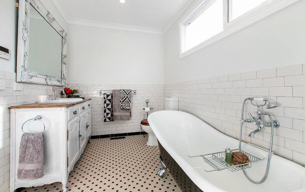 Фактура керамической плитки в ванной в стиле шебби-шик 5