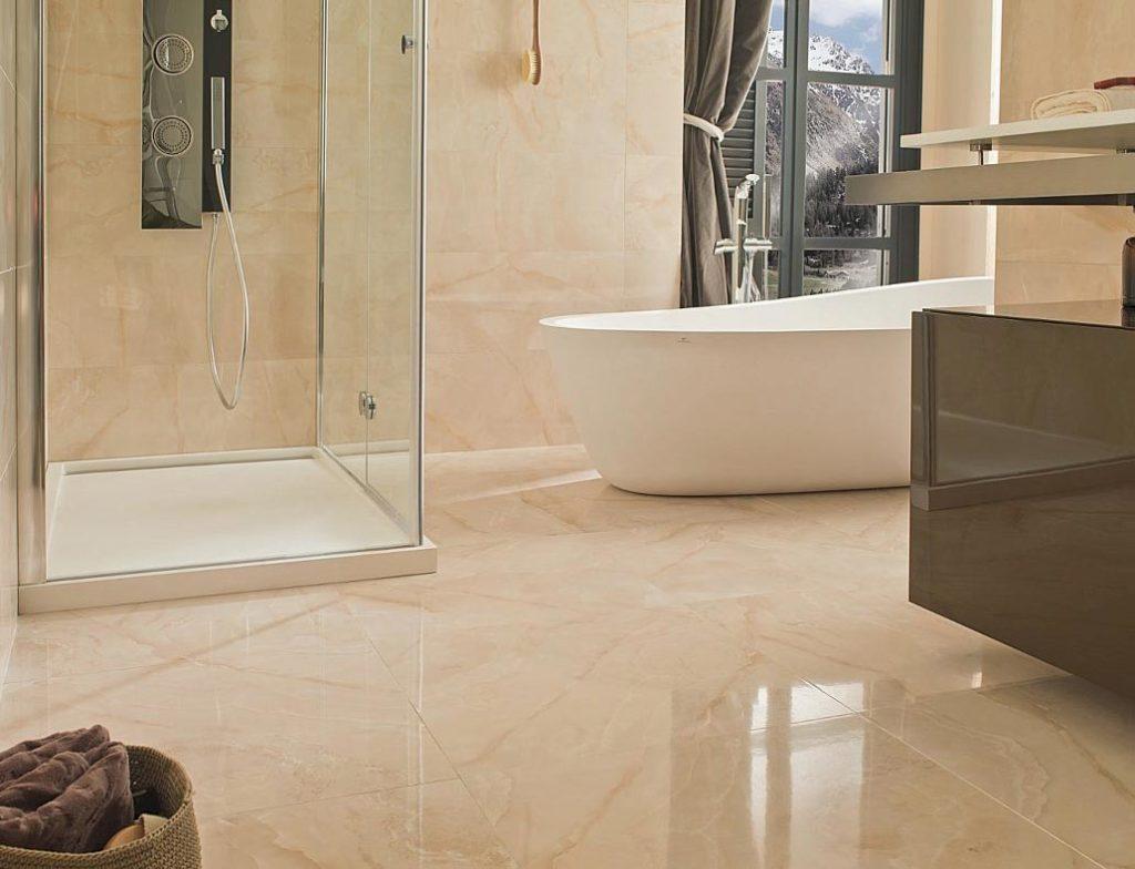 глянцевая плитка для ванной-пол