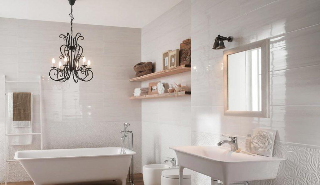 глянцевая плитка для ванной-стены