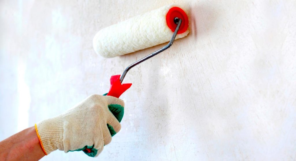 Грунтовка стен под плитку в ванной