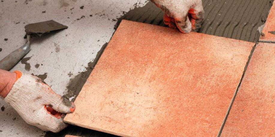 как положить плитку на бетон