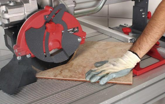 как резать плитку электрическим плиткорезом под углом