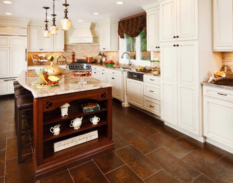 коричневая плитка на пол для кухни