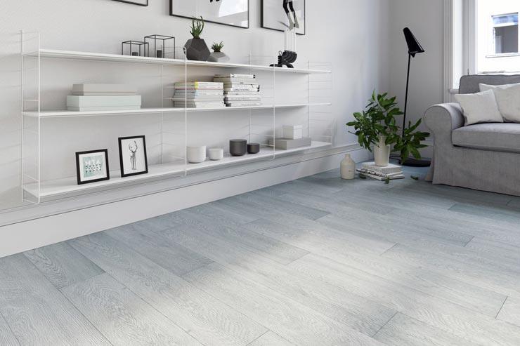 Кварцвиниловая плитка на полу