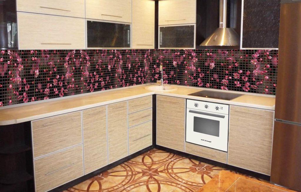 мозаичные акценты плитки на кухне