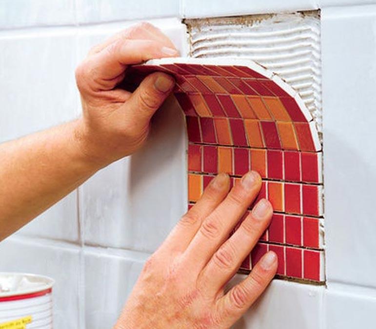 на что клеить плитку в ванной, если она отвалилась