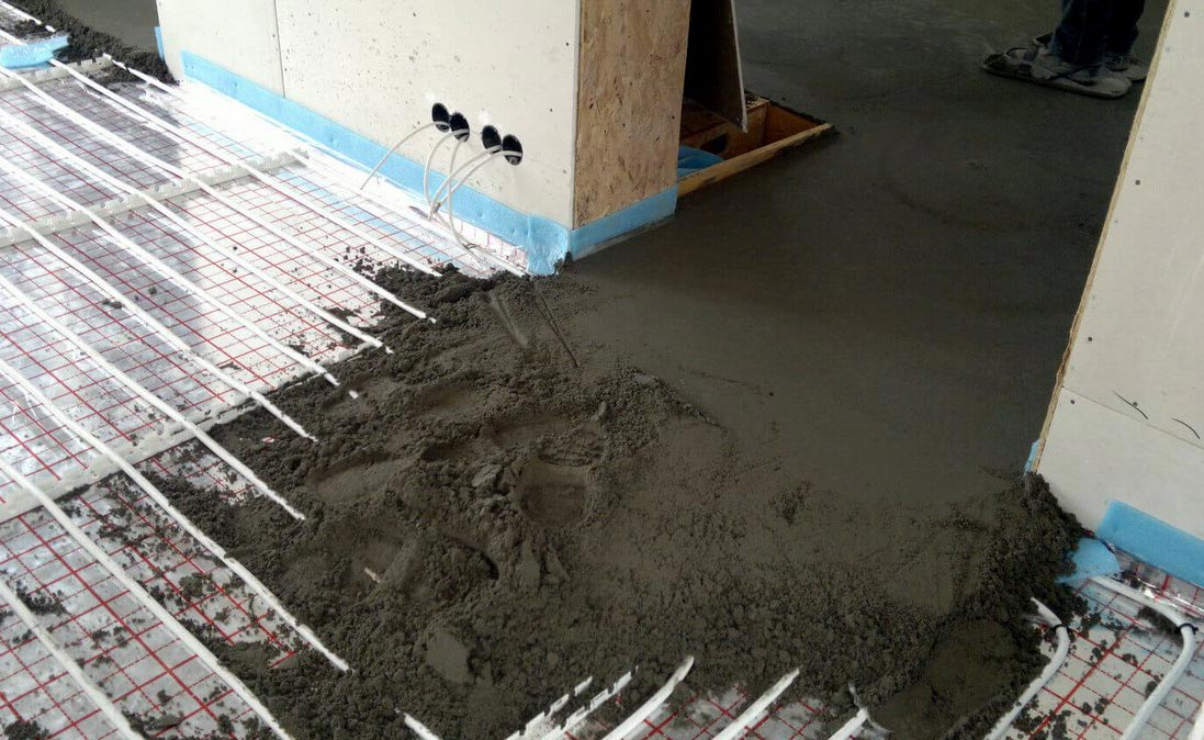 назначение стяжки на пол в ванной под плитку