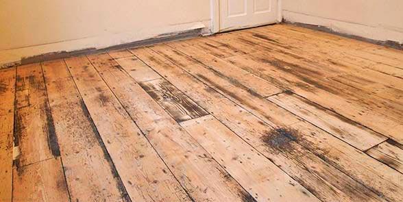 Неудовлетворительное состояние деревянного пола перед укладкой плиткой