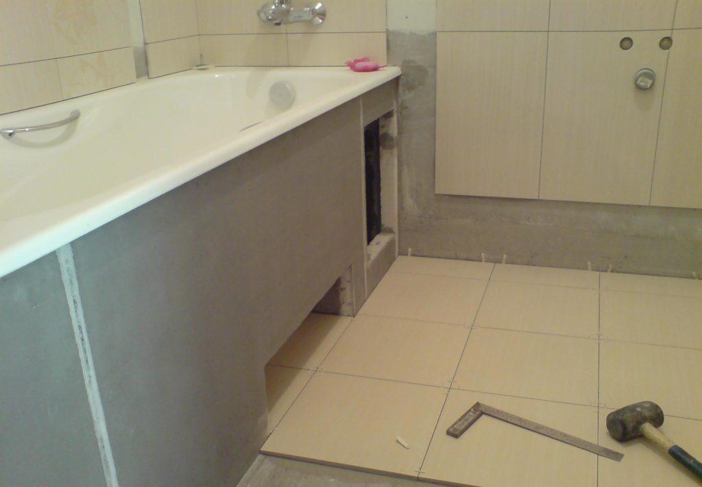 облицовка низа стен и гипсокартона под ванной