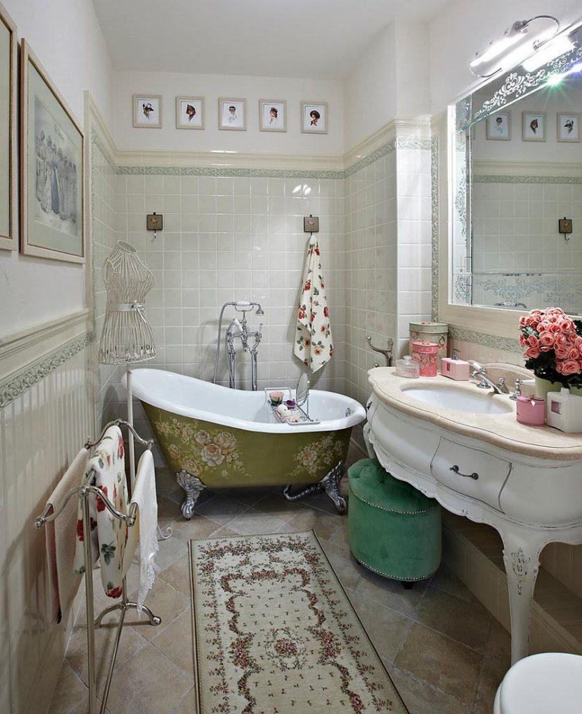 Отделка ванной в романтическом свете и использование элегантной мебели 2