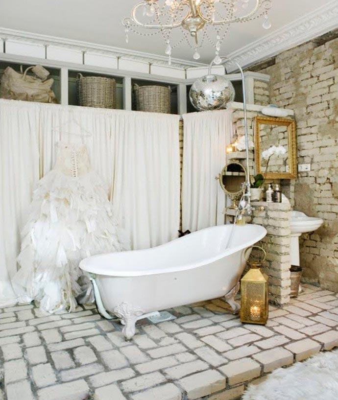 Отделка ванной в романтическом свете и использование элегантной мебели 4