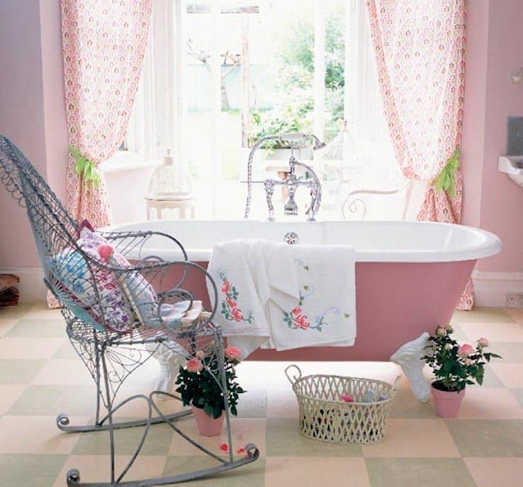 Отделка ванной в романтическом свете и использование элегантной мебели 6