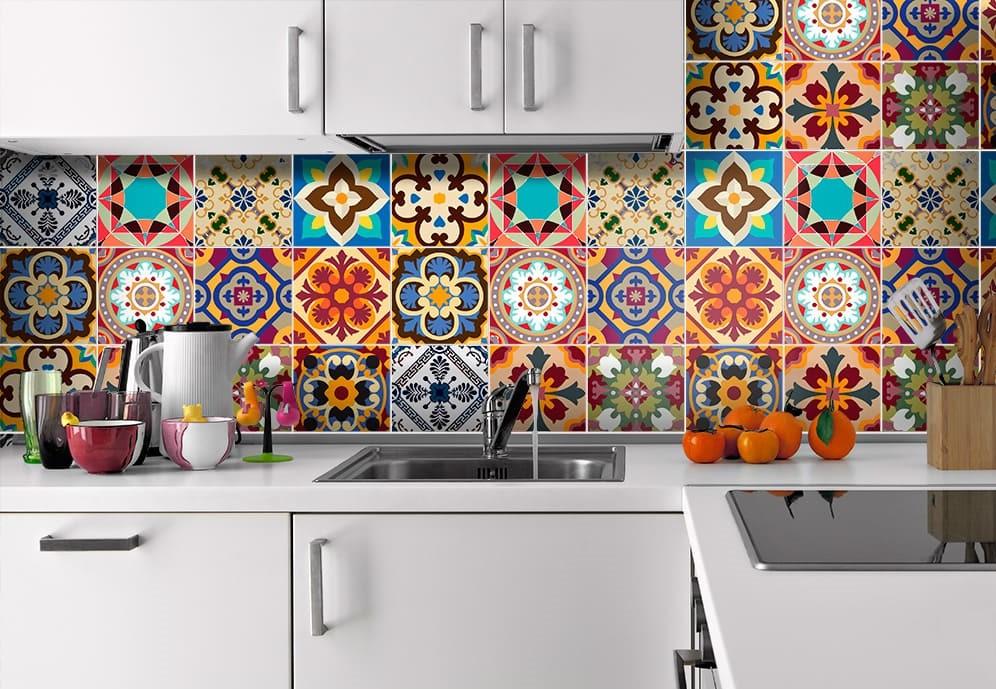 плитка мозаика для кухни на яркий фартук