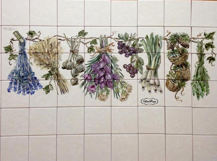 Плитка прованс с цветами на кухне