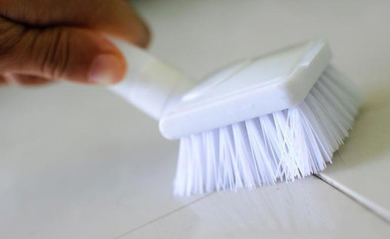почистить швы между плиткой в ванной
