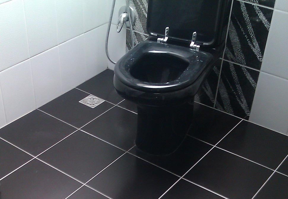 пол из плитки в туалете