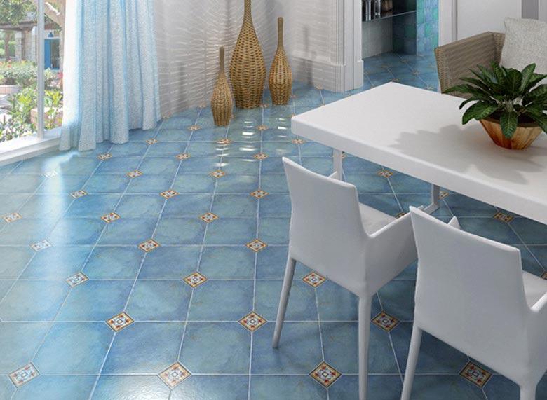синяя плитка на пол для кухни