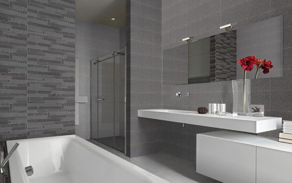 стили ванной с серым кафелем