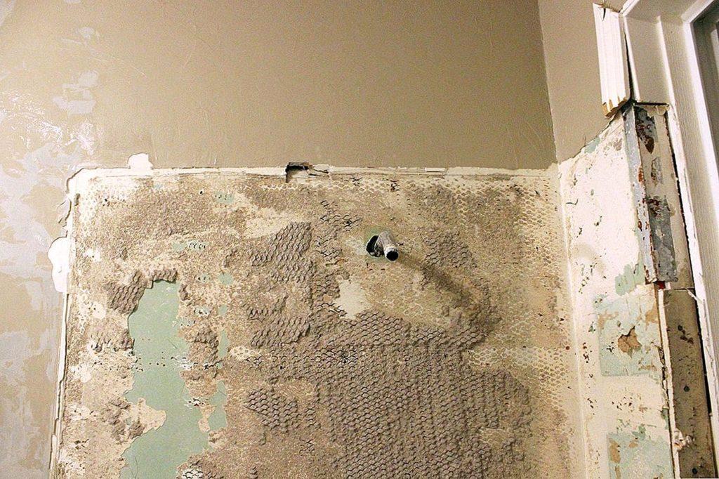 удаление плиточного клея с поверхности стены