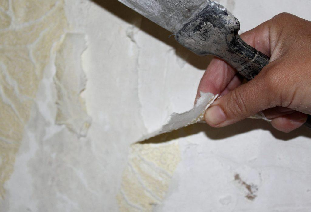 удалять старые отделочные слои полностью