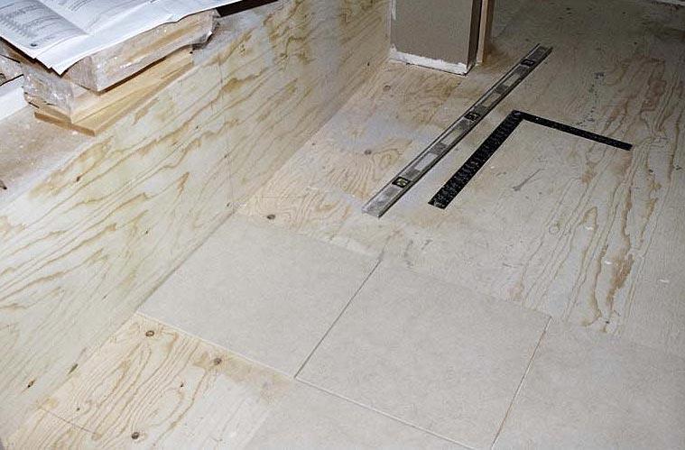 укладка плитки на деревянный пол в ванной-советы
