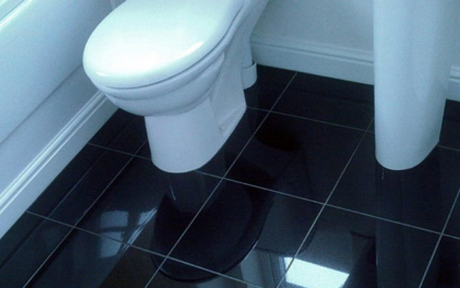 укладка плитки на пол в туалете по прямой