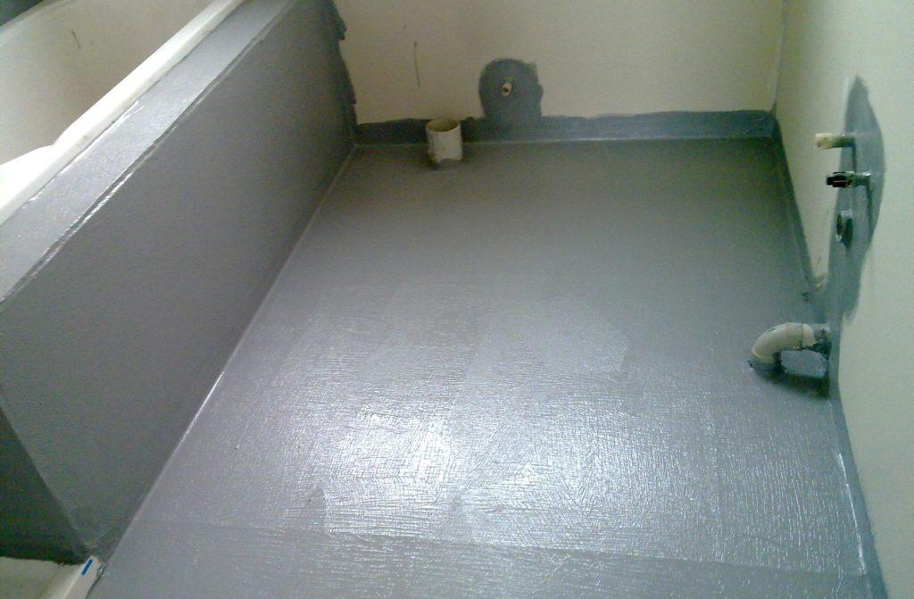 укладка плитки в ванной-гидроизоляция
