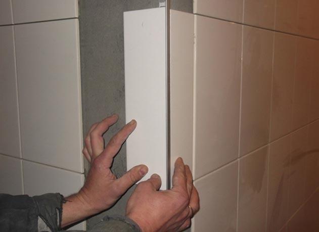 укладка плитки в ванной-облицовка наружного угла